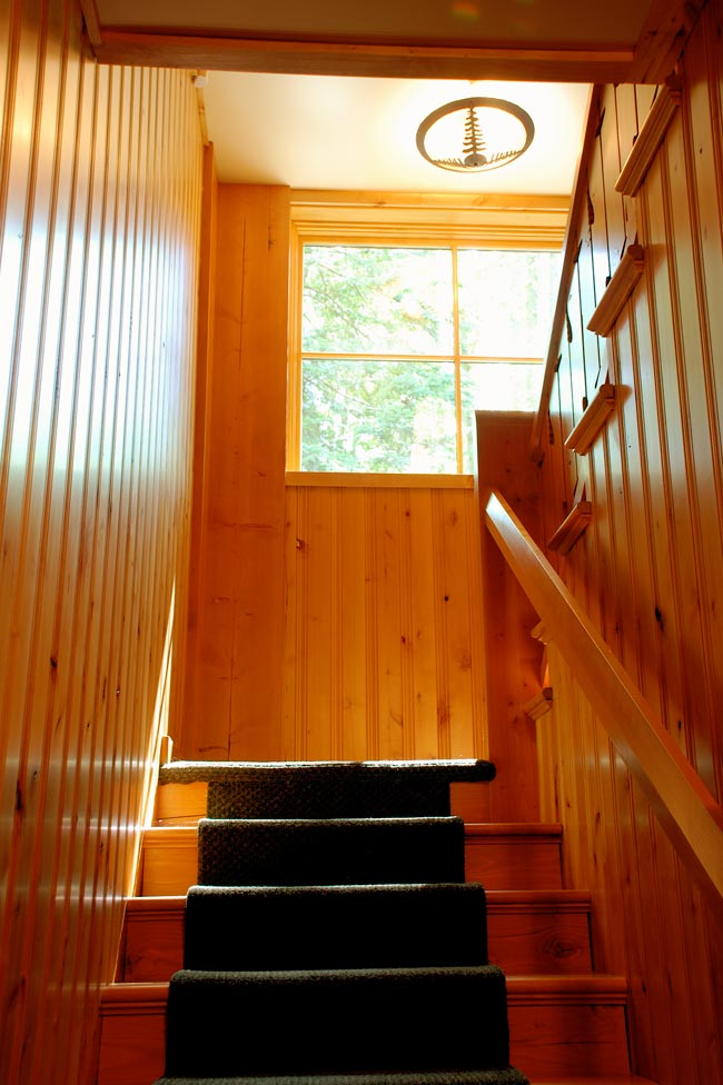 Gorham Ski Shack: Looking up the stair