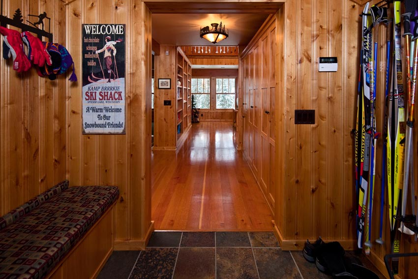 Gorham Ski Shack: Looking from the entry to the living area