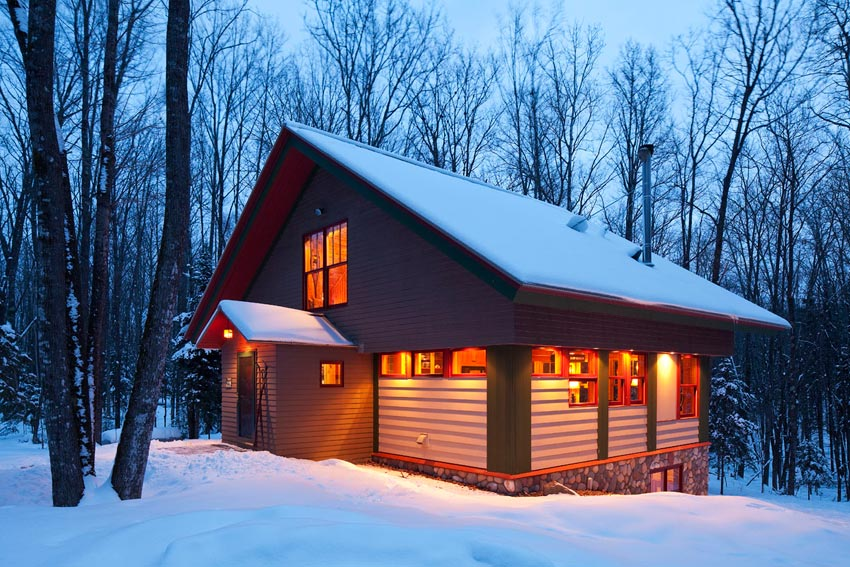 Gorham Ski Shack: The entry in the evening