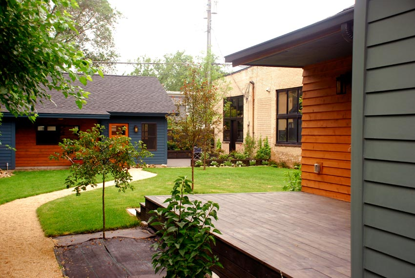 McBoal St. Apartments: The garden and terrace at the garage